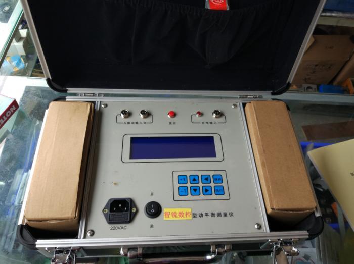 现场激光干涉仪测试.jpg